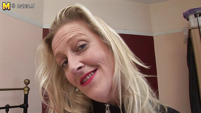 Cathy Thornton của linh vật với trang web phim sex nhật bản băng trên ngực.